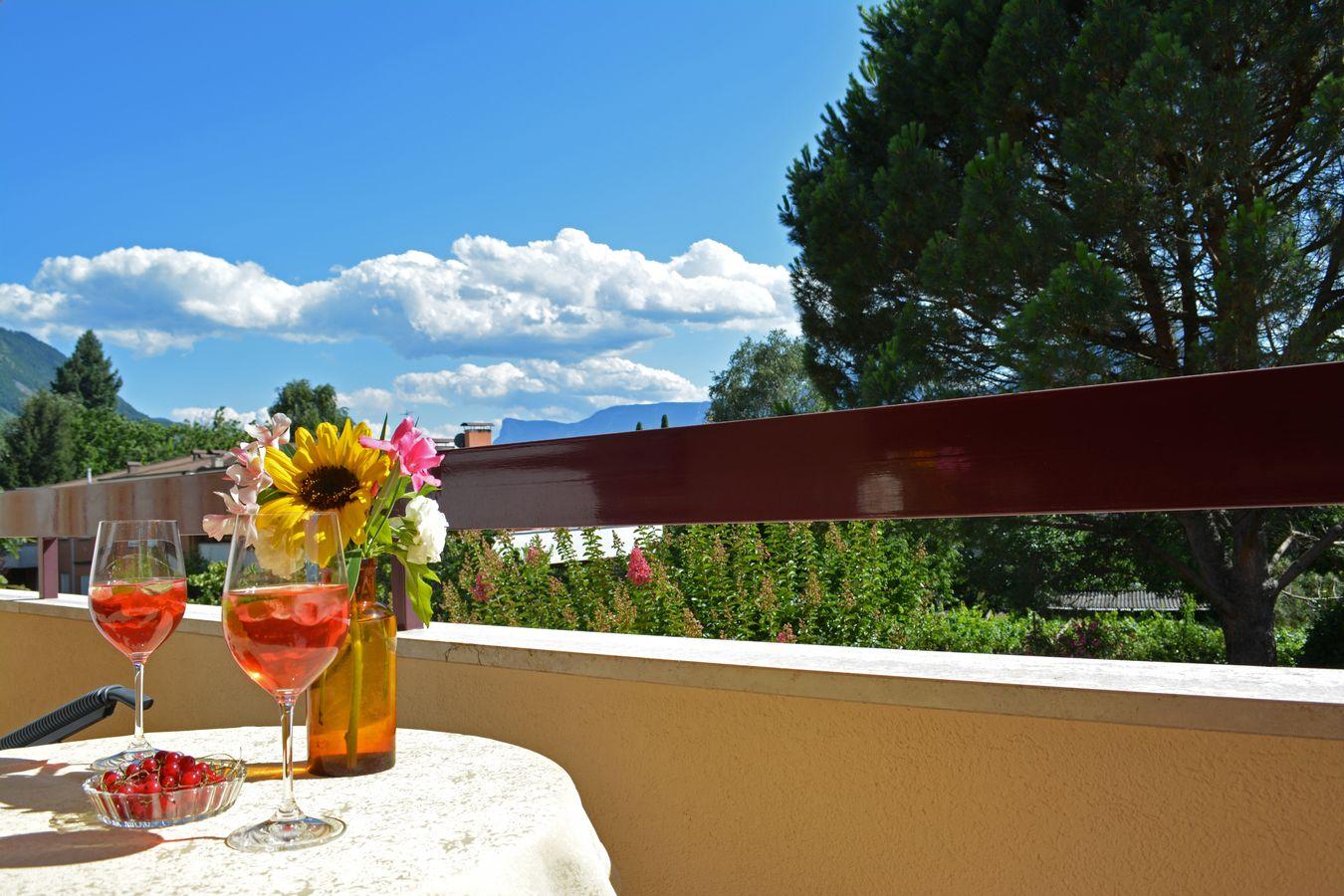 Godersi un drink balcone Merano