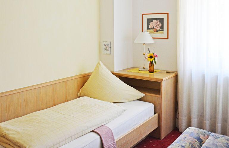 Einzelzimmer Fewo Meran mit 2 Schlafzimmern