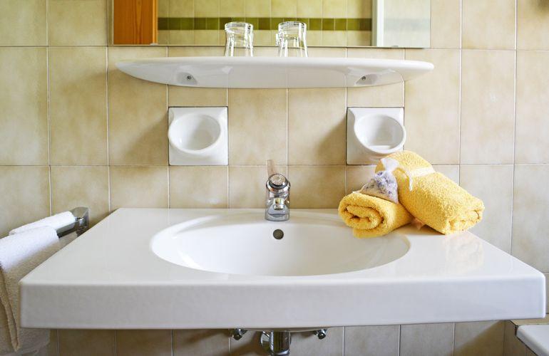 Waschtisch im Appartement 7 Fewo Huber Meran